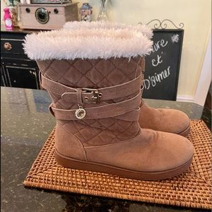 GUESS Sz 9 Fluffy SuedeFeel Boots EUC (Like UGGS)